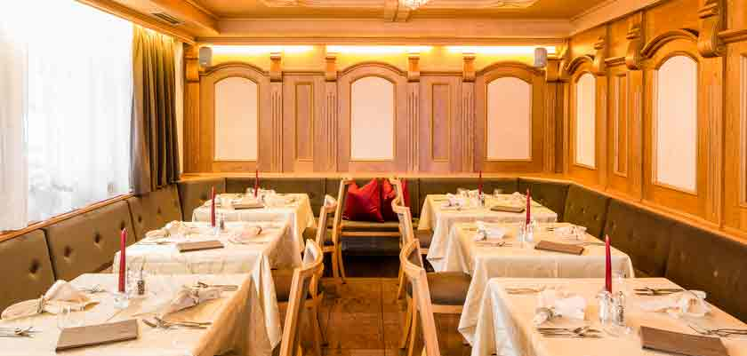 italy_dolomites_selva_hotel-linder_dining-room.jpg